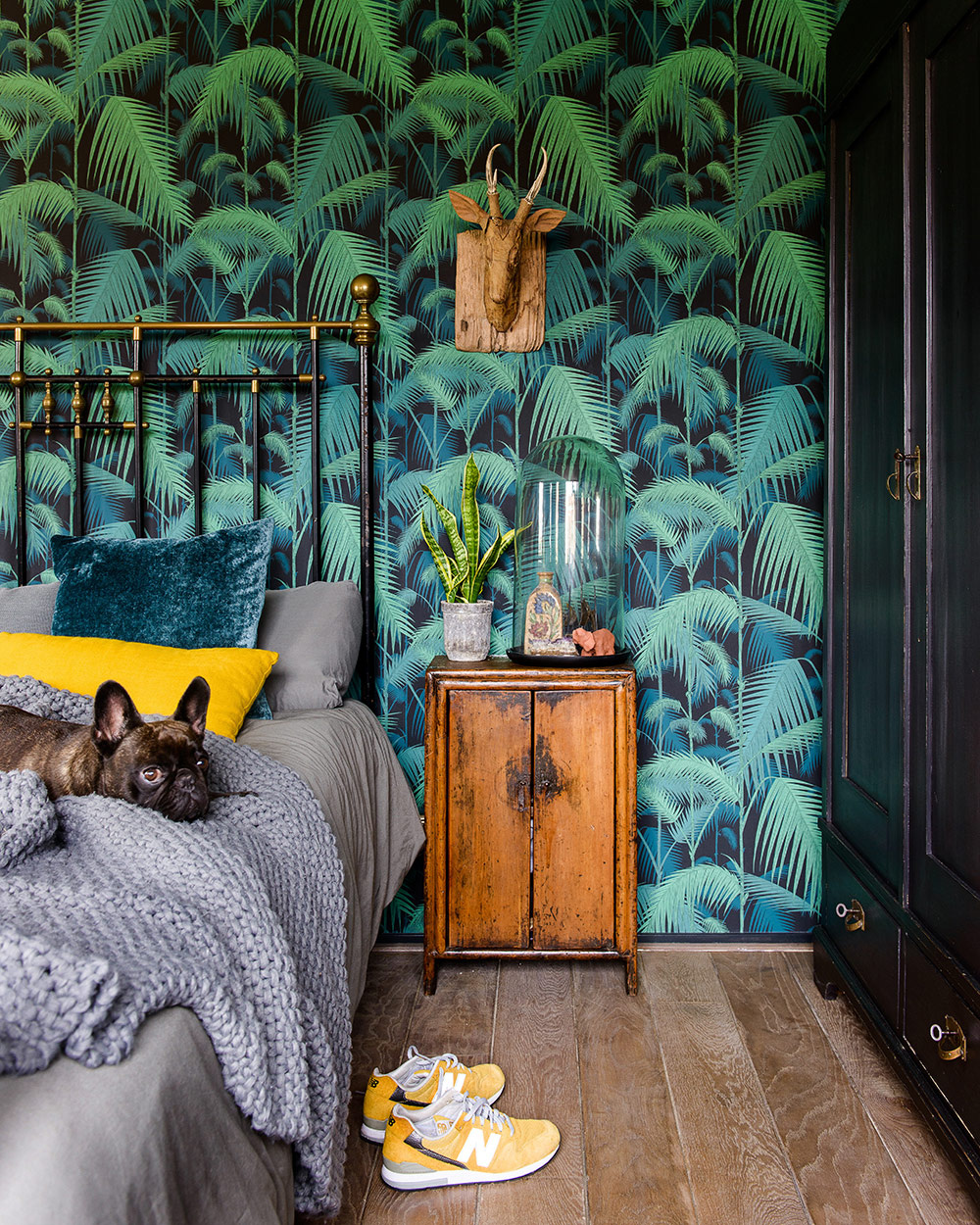 https://www.archana.nl/wp-content/uploads/blog-slaapkamers-en-interieurs-met-tropisch-groen-behang-02-cole-and-son-palm-jungle.jpg